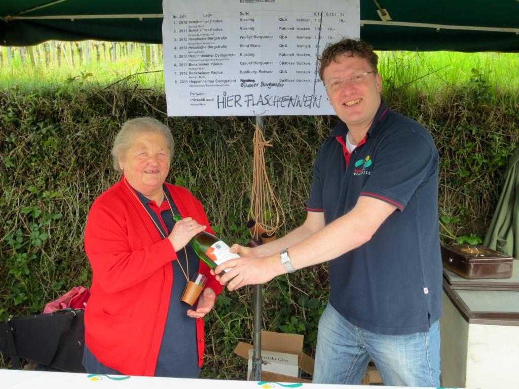 Weinlagenwanderung 2013 Stand Bensheimer Paulus - der Flaschenweinverkauf