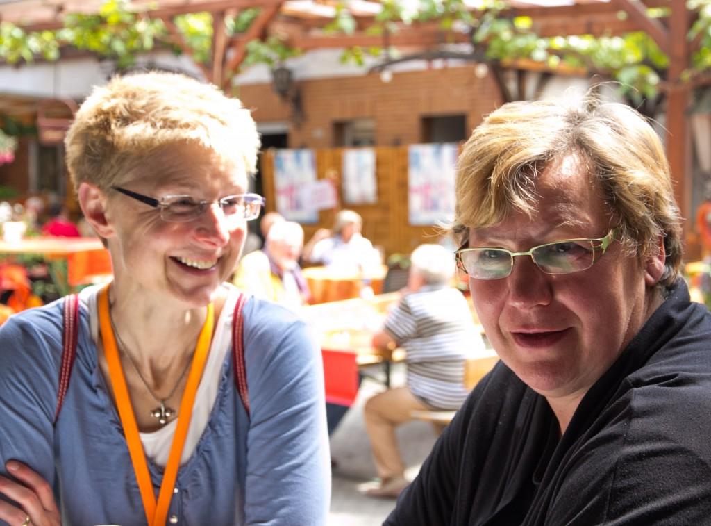 Stefanie Oberhauser und Christa Guth im Weingut Mohr