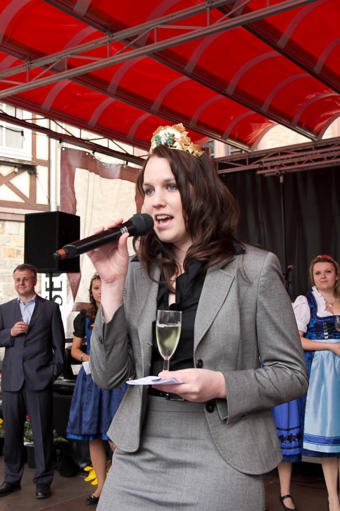 Franziska Mohr bei der Eröffnung des Weinmarkts Heppenheim 2013
