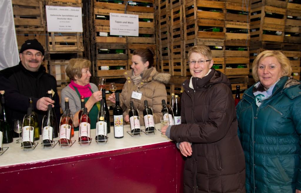 Weinprobe bei der Hausmesse im Weingut Mohr